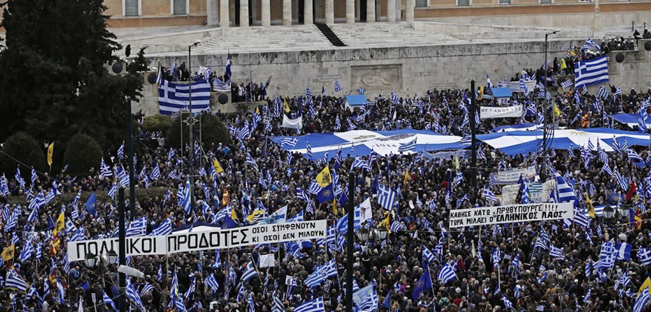 Εκατοντάδες χιλιάδες διαδήλωσαν για τη Μακεδονία στο Σύνταγμα