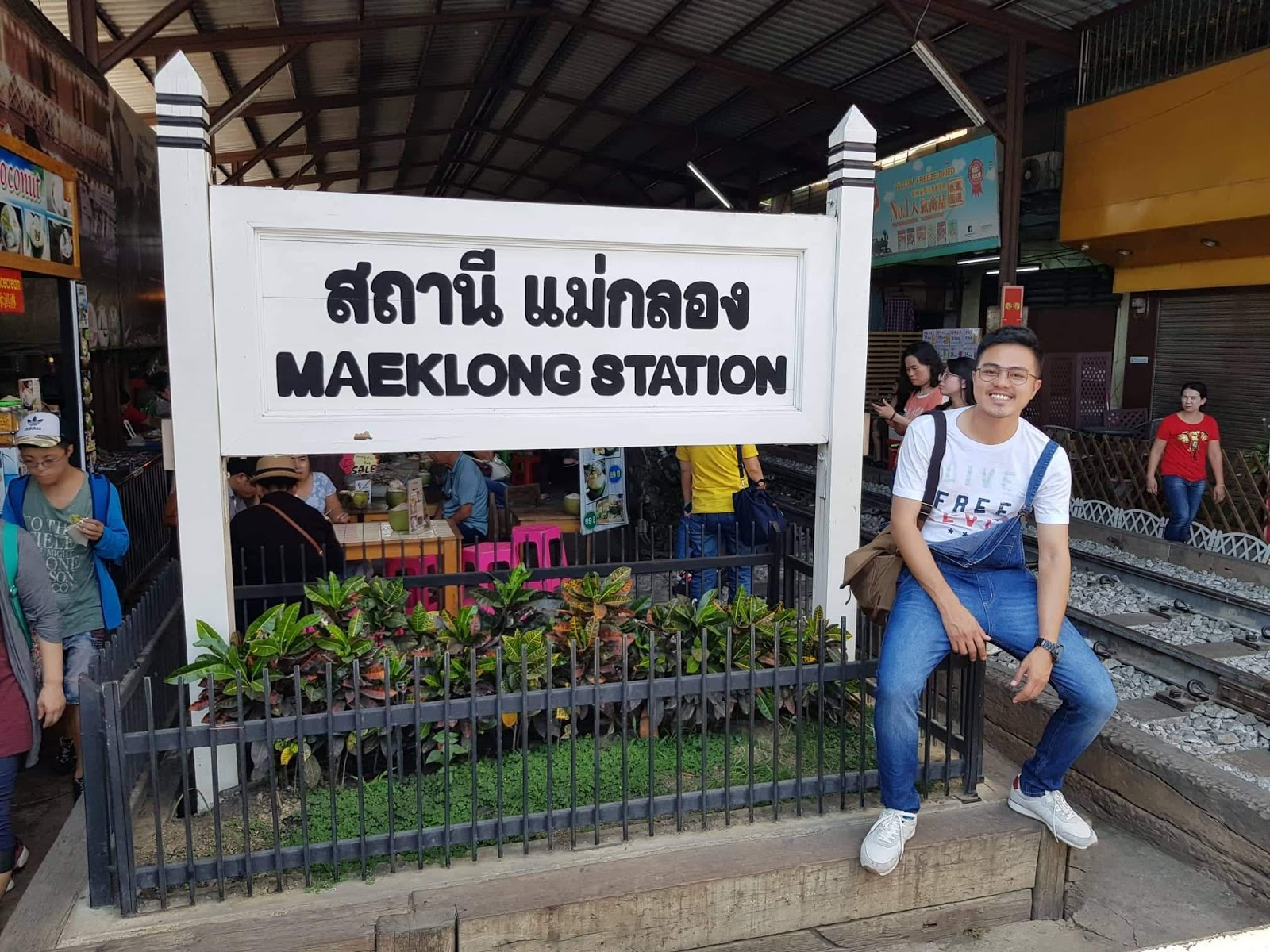 BAGAIMANA HENDAK PERGI KE MAEKLONG RAILWAY MARKET DARI BANGKOK