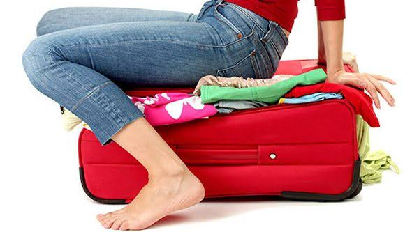 7 Things a Girl Must Carry when Travelling!