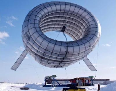 Altaeros Airborne Wind Turbine prototype during testing in Limestone, Maine (Altaeros Energies 2012)