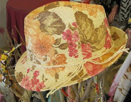 Precioso sombrero de paja con estampado floral