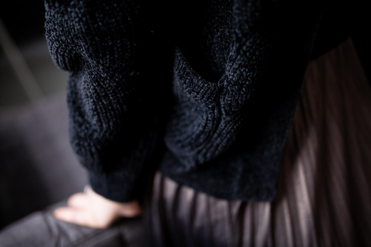 16 łódź boho wesela dotatki miejsca złoto outfit fashion moda blogerka łódź style sweter spódnica blondynka włosowa beauty lifestyle mia gold sweter czarny kardigan szenilowy ciepły