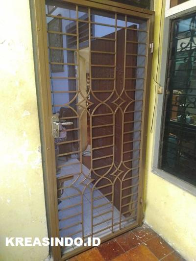 Pintu Kawat Nyamuk Besi pesanan Bu Yulia di Keramat Sentiong Jakarta