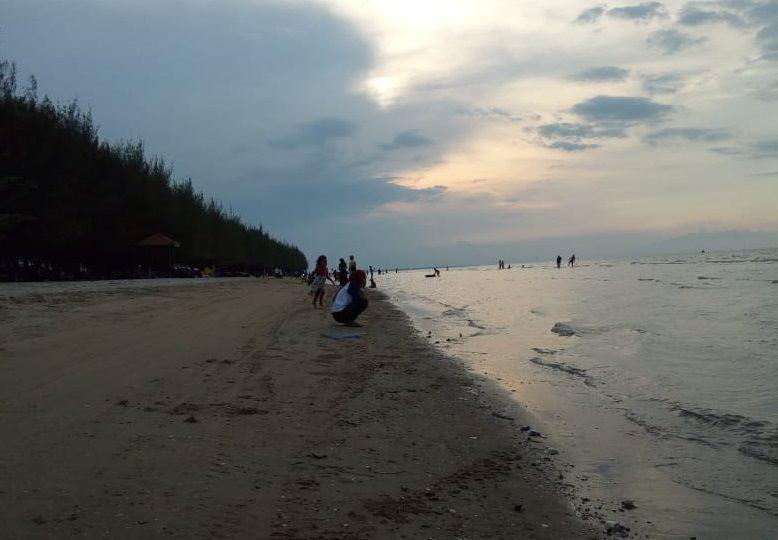 Keindahan alam pantai nyamplung kabupaten Rembang