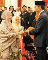 Presiden Jokowi Anugerahi Maulana Syeikh Sebagai Pahlawan Nasional