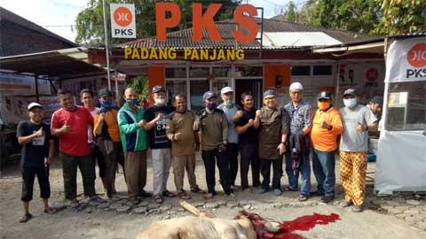 DPD PKS Kota Padang Panjang sembelih 16 ekor sapi kurban