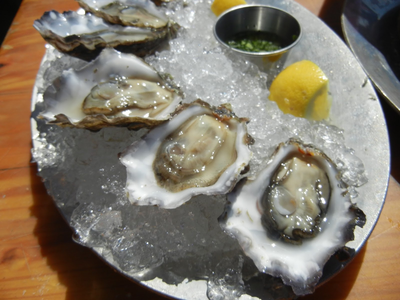 how to clean oysters before shucking