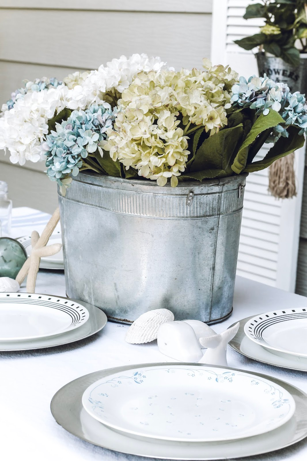 Outdoor Beachy Summer Tablescape