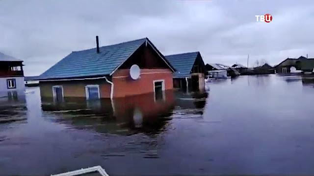 Пригород Якутска уходит под воду из-за паводков! Видео!!!