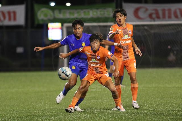 Ryosuke Nagasawa (middle) shielded the ball away from Cheetahs' Shahfiq Ghani