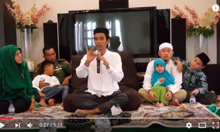 Ustadz, Bolehkah Seorang Muslim Ikut Merayakan Tahun Baru?