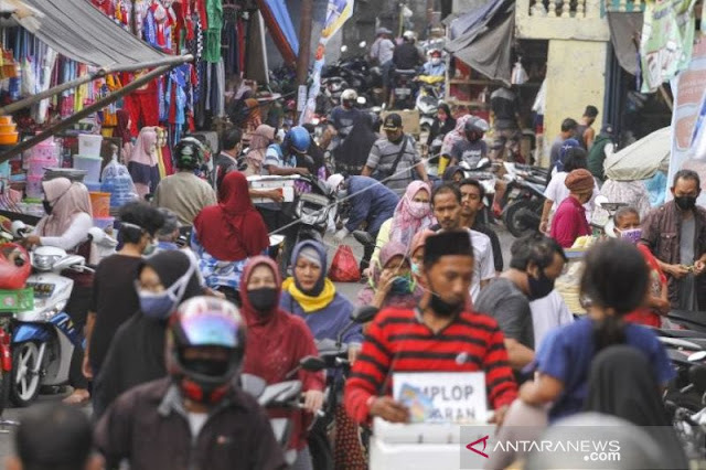Jokowi Tak Masalah Pasar Kembali Ramai, Komisi VIII: Itu Langgar PSBB
