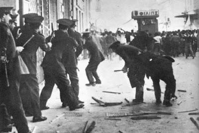 9-Μαΐου-1956.-Οδός-Σταδίου-στο-ύψος-περίπου-της-Κλαυθμώνος