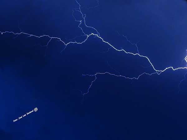 Más de 1,500 rayos sobre Canarias, 25 octubre 2018