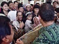 VIDEO: Momen Mengharukan Pertemuan Korban Gusuran Warga Bukit Duri dengan Gubernur Anies Baswedan