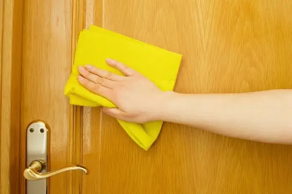 How to clean wood doors in an easy way
