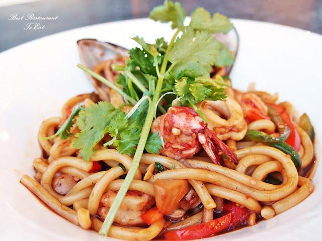 Aroi Dee Thai Restaurant Putrajaya Palm Garden Hotel IOI Resort Pan Fried Tenderloin Beef served with Kway Teow