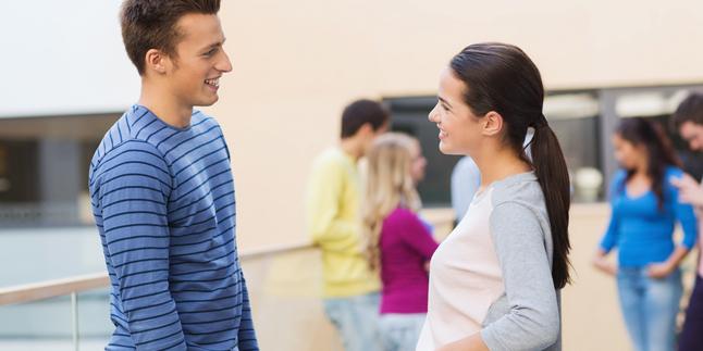 Alasan Mengapa Pria Harus Mempunyai Teman Wanita
