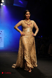 Actress Model Sophie Choudry Walks On Ramp For Abha Choudhary At LFW Summer 2017  0005.jpg