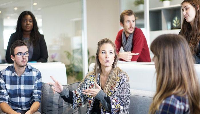 Pembicaraan Rekan Bisnis