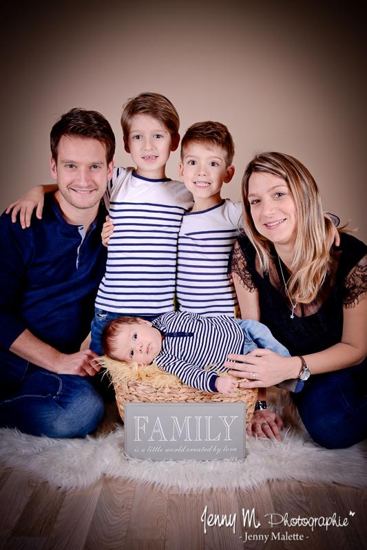 portrait de famille en studio vendée 85 la chaize le vicomte, photo naissance