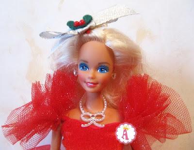 Голубоглазая барби блондинка в красном платье Счастливых праздников 1988 года