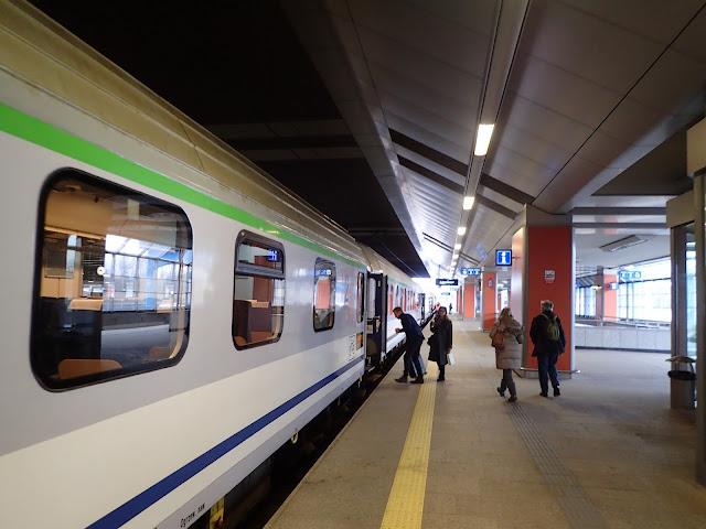 Express Intercity jest zestawiony ze zwykłych wagonów