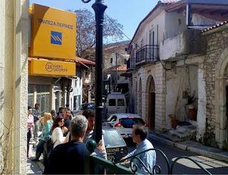 Διαμαρτυρία στην Ανδρίτσαινα για το κλείσιμο του υποκαταστήματος της Τράπεζας Πειραιώς