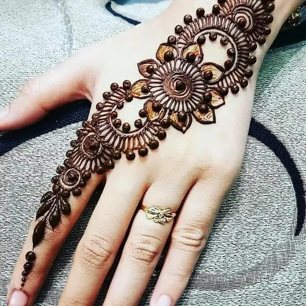 Popular_flowers_with_dot_henna_design