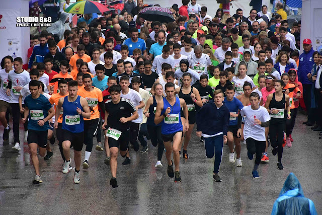 Με συμμετοχή 450 αθλητών η αγωνιστική ανάβαση του Παλαμηδίου από τα 999 σκαλιά του (βίντεο)