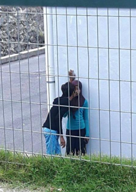 Aksi Tak Senonoh Gadis Bertudung Di Gua Musang Viral