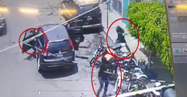 VIDEO.- En redes sociales filtran escenas del momento en que sicarios, presuntamente al servicio de José Antonio Yépez Ortiz, alias el atacan a balazos un establecimiento en donde venden bicicletas.