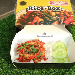 RICE BOX SAMBAL CUMI PEDAS <del>Rp.34.000</del><p>Rp.29.000</p><code>062</code> Min.5 pack