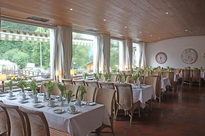Kaminzimmer Seehaus Riessersee - Hochzeit in Grün und Weiß im Riessersee Hotel Garmisch-Partenkirchen Bayern, Regenhochzeit im Sommer, Wedding Bavaria - wedding green white