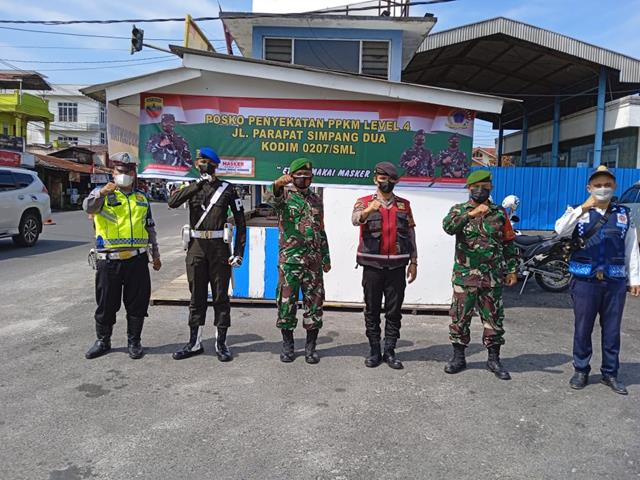 Posko Pengedalian PPKM Level 4 Kodim 0207/Simalungun Di Simpang Dua Jln. Parapat