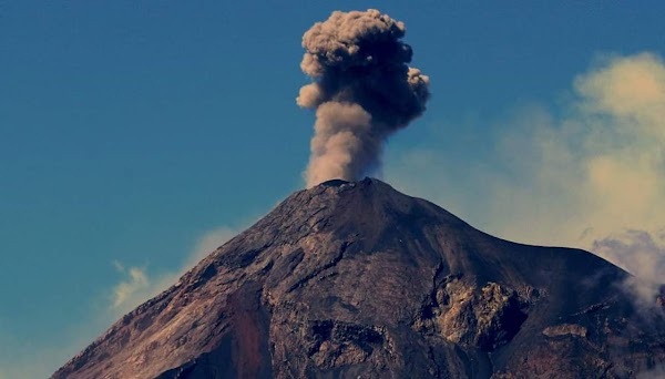 El volcán de fuego aumenta su actividad.