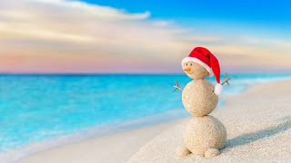 creative-snowman-made-of-beach-sand-christmas-hat-wallpaper.jpg