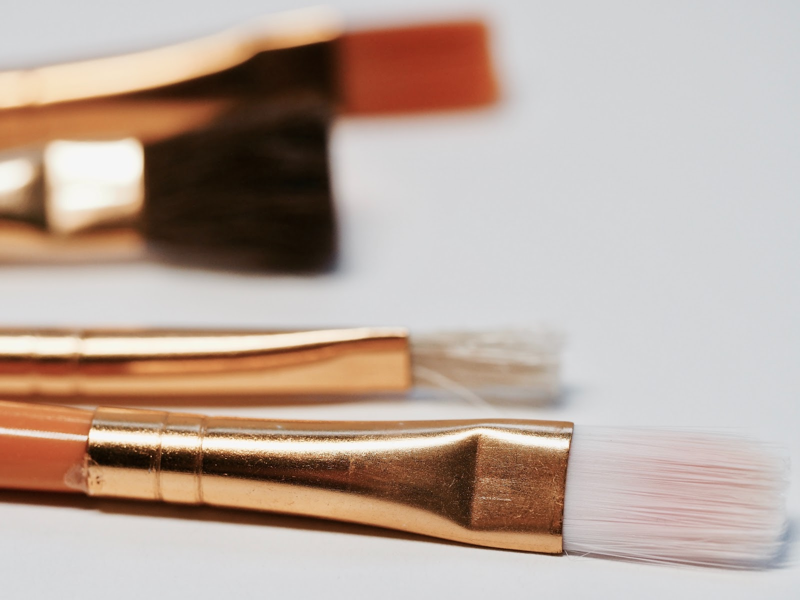 How to Clean the Makeup Brushes