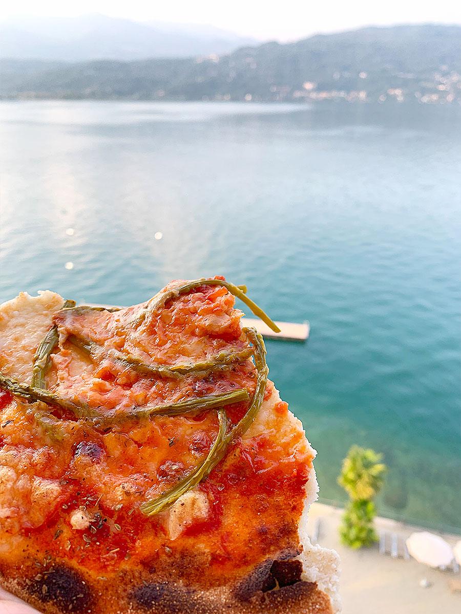 Pizza med sparris och parmesan