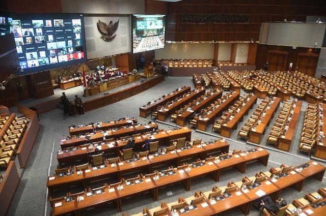 Tengah Malam, DPR & Pemerintah Sepakat Sahkan RUU Cipta Kerja, PKS dan Demokrat Menolak