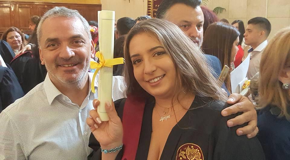Ορκίστηκε η κόρη του δημοσιογράφου Τάκη Σαράντη στο Πάντειο Πανεπιστήμιο