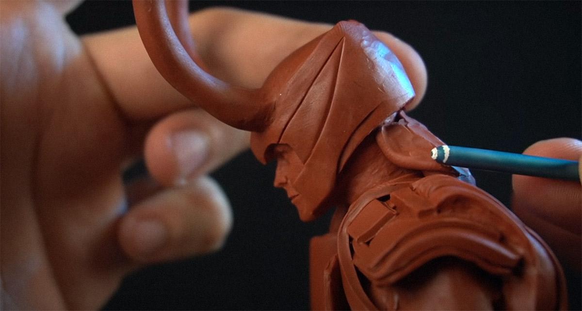 Youtuber Dr. Garuda compartilha vídeo mostrando o processo total de criação de uma estátua do Loki