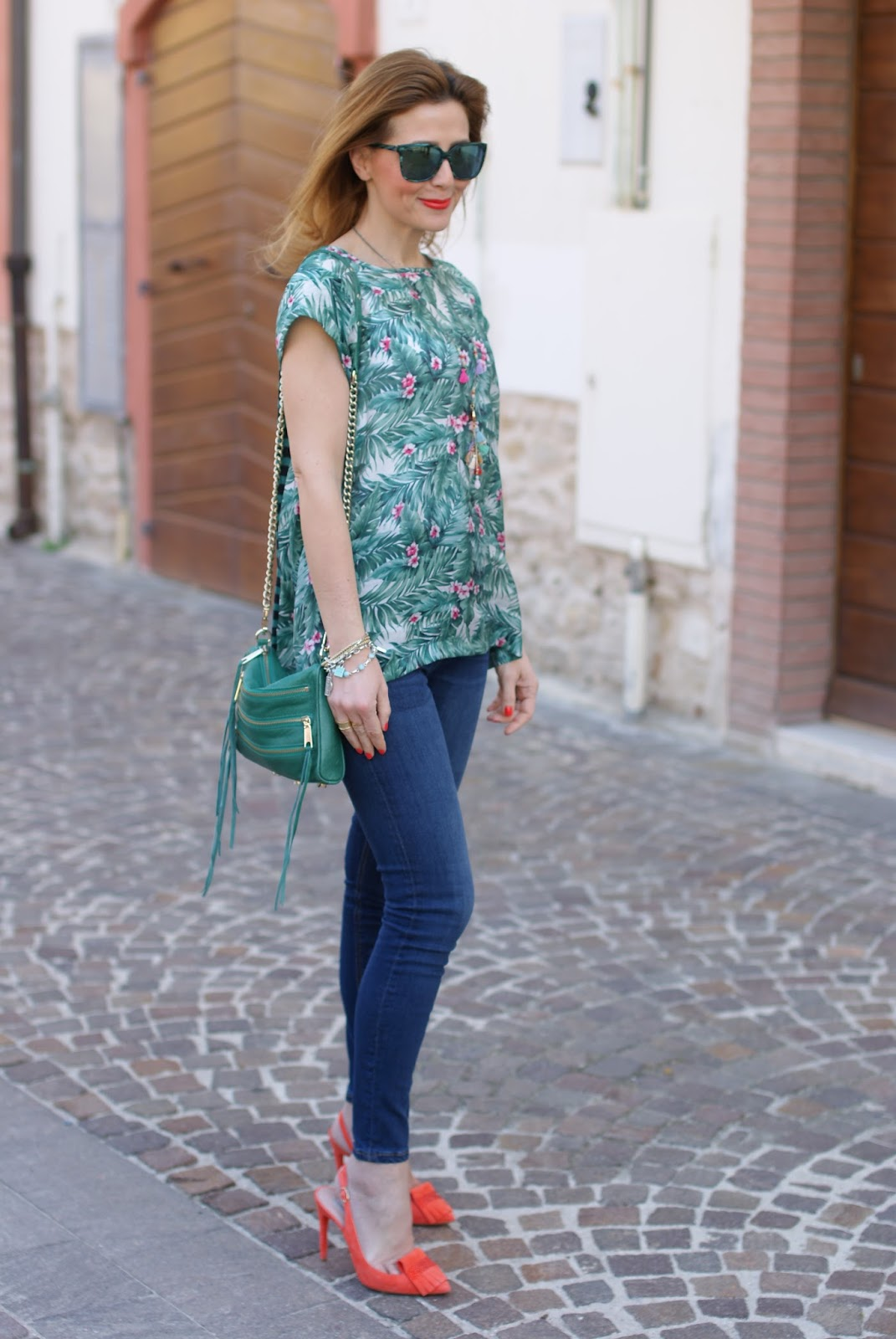 Jeans with heels, Hype Glass sunglasses and Mismash Askani t-shirt with Vittorio Virgili shoes on Fashion and Cookies fashion blog, fashion blogger style