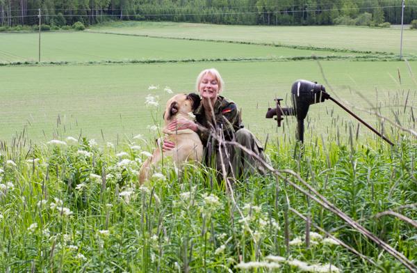 PauMau blogi nelkytplusbloggari nelkytplus asukuva aikuisen naisen tyyliblogi bullmastiffi koira iso koira koirakuva koira pellolla