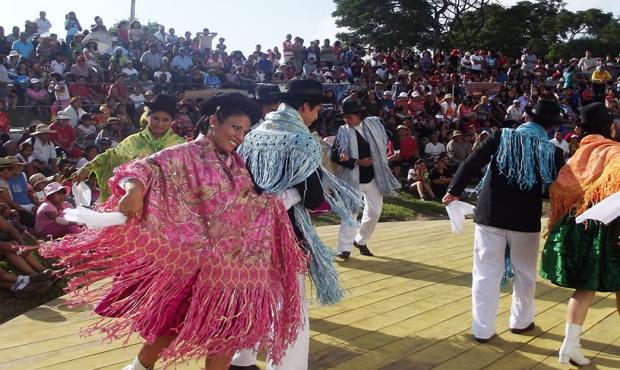 Concurso de canto y baile en parques zonales por el Día de la Canción Andina