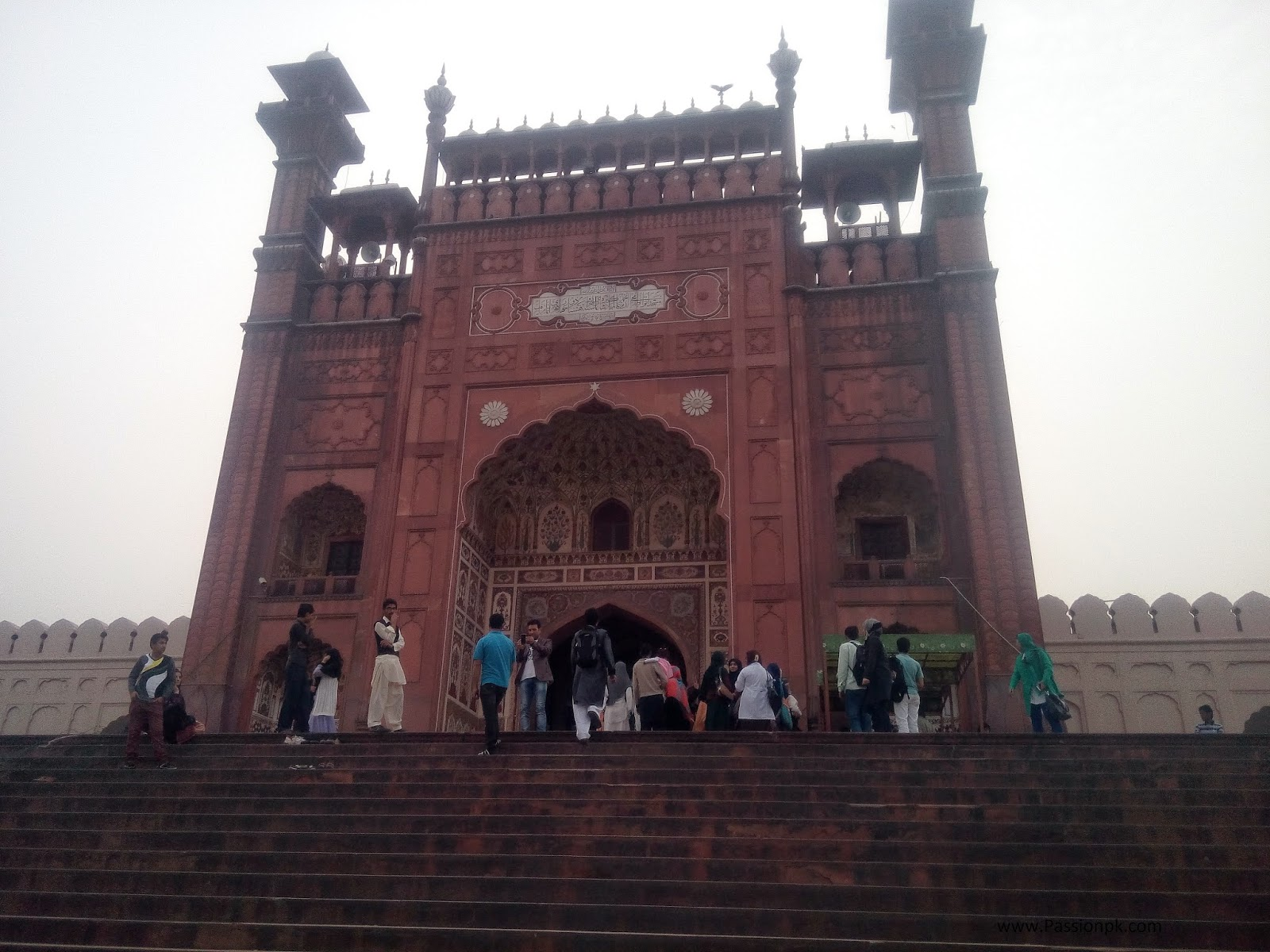 Badshahi Mosque Lahore Beautiful View Of Entrance and Side View