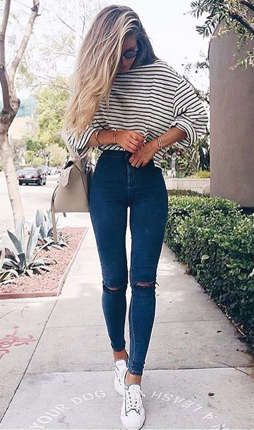 what to wear with ripped jeans: stripped top + high waist