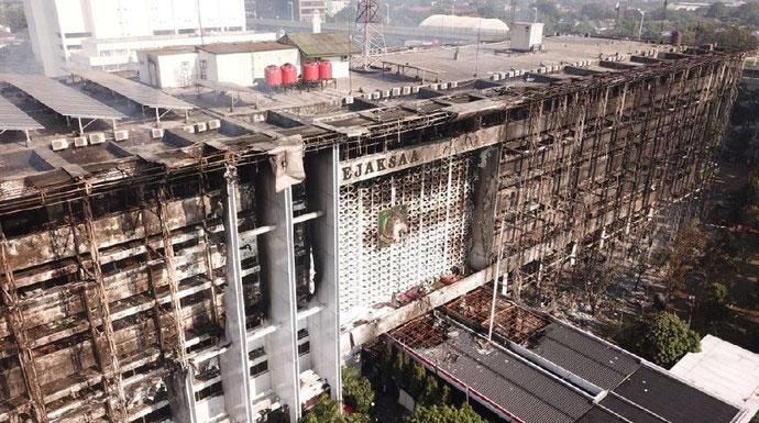 Jokowi Watch: Ada 6 Proyek Kakap di Balik Kebakaran Gedung Kejagung?