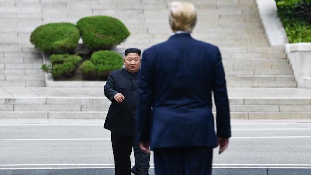 Bolton: Kim se ríe mucho de Trump, que habla de mutuo enamoramiento