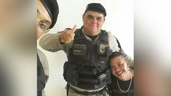 homem realiza sonho preso policial favorito